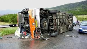 avtobus-perevernulsya